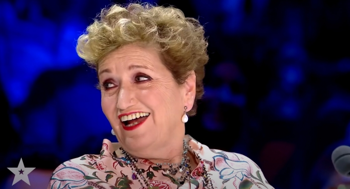 Das überraschte Gesicht von Mara Maionchi.