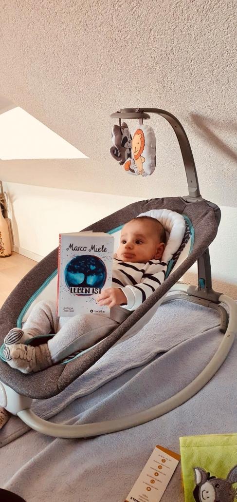 """Für ein ganz besonderes Weihnachtsgeschenk kaufen Sie das neue Buch """"Leben ist"""" von Marco Miele in Stuttgart, Berlin, Wien oder Zürich."""
