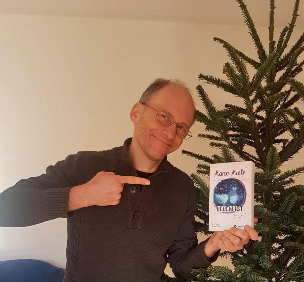 """Das neue Buch """"Leben ist"""" des Magiers Marco Miele ist in Deutschland, Österreich und der Schweiz erhältlich."""